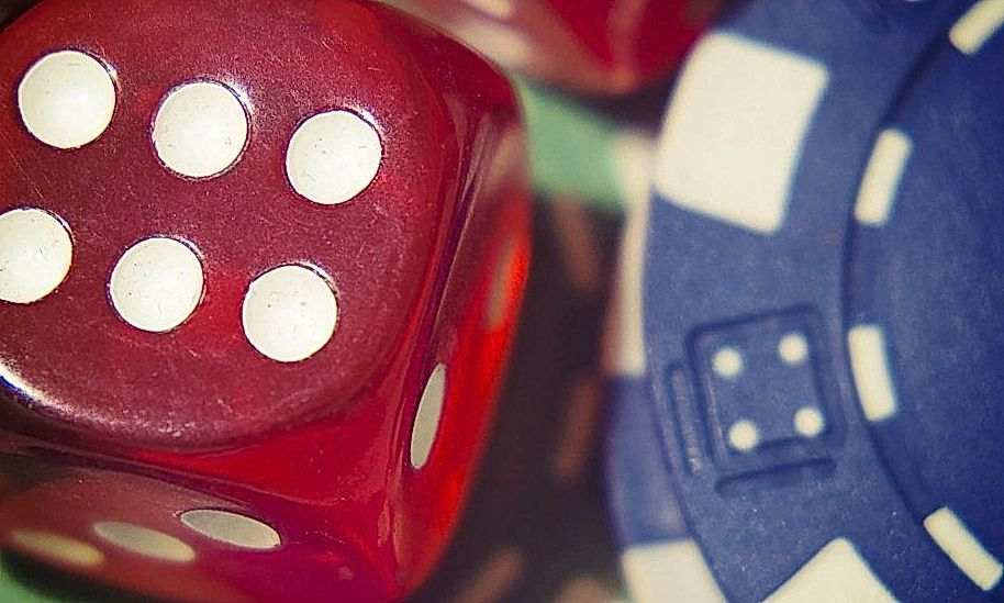 blue and red dices